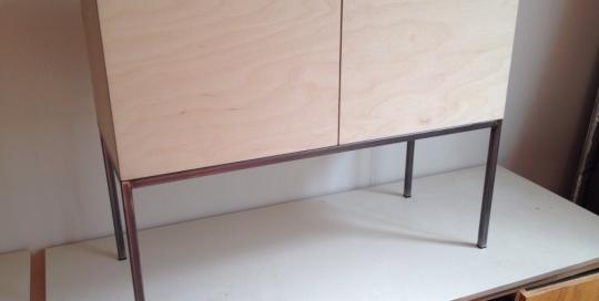Laska Meubel met hout opbouw